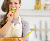 sieviete-uzturs-ediens-veseligs-uzturs-vegetarisms-vegetariete-vegetarietis-44233823